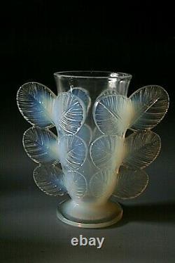 Art Deco Pierre D'avesn Opalescent Glass Vase Circa 1930