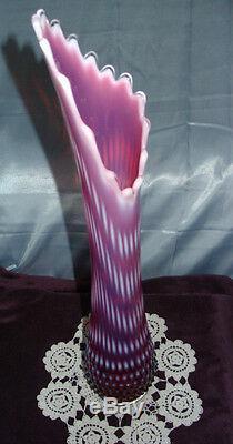 MNTPERFVINTAGE50sFENTON GLASSPLUM/CRANBERRYOPALESCENTHOBNAILHUGE21VASE