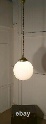 12 En Stock Very Big French Art Deco Globe Lampes Pendentif En Verre Opaline
