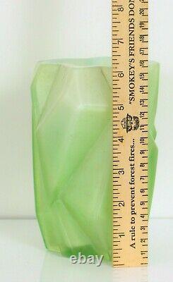 1928 Reuben Haley Ruba Rombic Vase Vert Cubist Art Glass Opaline Intérieur