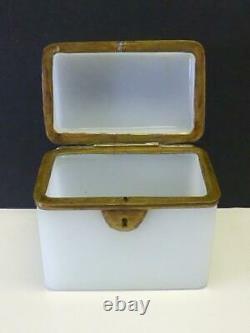 19thc Antique Verre Opaline Blanc Français Tea Ou Sugar Box Casket Bronze Lock