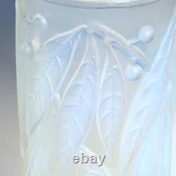 A René Lalique Opalescent Laurier Vase 1922 Conçu