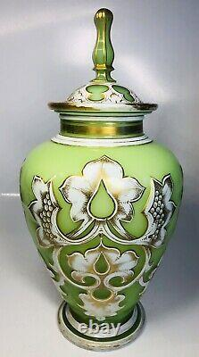 Antique 19ème Siècle Bohemian Overlay Opaline Glass Hand-painted Urn 10.5