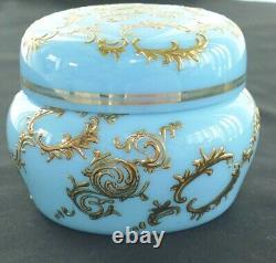 Antique Moser Blue Opaline Milk Glass Or Enamel Filigree Boîte De Dressing