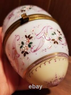 Antique Moser Boîte À Bijoux D'oeuf Opaline Avec Émail Or Surélevé Bébé Bleu Et Crème