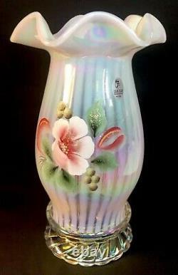 Fenton Art Verre Peint À La Main Magnolia Blush Sur La Lampe D'ouragan Opalescente Française