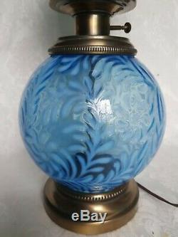 Fenton Bleu Opalescent Daisy & Fern Gwtw Hurricane Parlor Lampe Banquet Rare