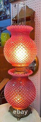 Fenton Canneberge Opalescent Verre De Hobnail Avec Le Vent Gwtw Lampe De Salon