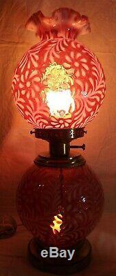 Fenton Verre Daisy & Fern Cranberry Opalescent Autant En Emporte Le Vent De La Lampe