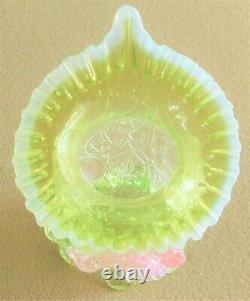 Jack Antique De Verre De Vaseline De Kralik Dans La Jante Opalescente De Vase De Pied De Chaire