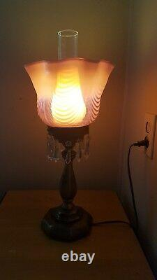 Lampe Tourbillonnante Opalescente De Canneberge De Fenton