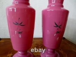 Paire De Vases De Verre Opaline Rose Antique