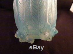 René Lalique 1925 C R. Lalique Vase Eucalyptus Opalescent Avec Turquoise Patina
