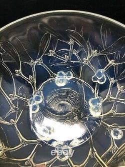 René Lalique France 1921 Mistletoe Opalescent Bowl Gui 8 1/8 Modèle 3224