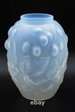 René Lalique Original Opalescent Vase Avec Raisins