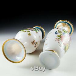 Une Paire De Baccarat Opaline Vases À Fleurs C1850