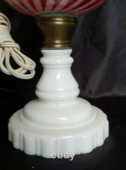 Vintage Fenton Cranberry Obligatoire Opalescent Swirl Avec Base De Glass Milk Converte