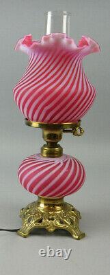 Vintage Fenton Cranberry Swirl Lampe De Table En Verre Opalescent