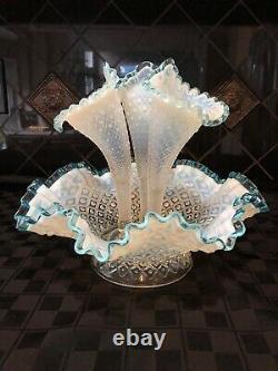 Vintage Fenton Epergne Diamond Lace Aqua Blue Crest Français Opalescent 3 Horn