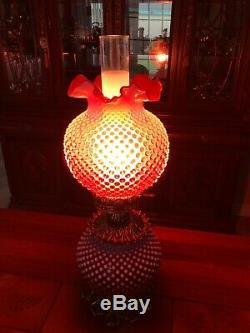 Vintage Fenton Gwtw Cranberry Opalescent Cloutés Lampe De Table, 24 1/2 Élevé